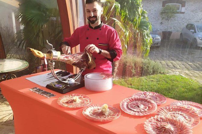 Tasting of different Iberian bellota hams and cold meats.