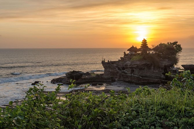 Half-Day Private Tour to Tanah Lot Temple with Dinner