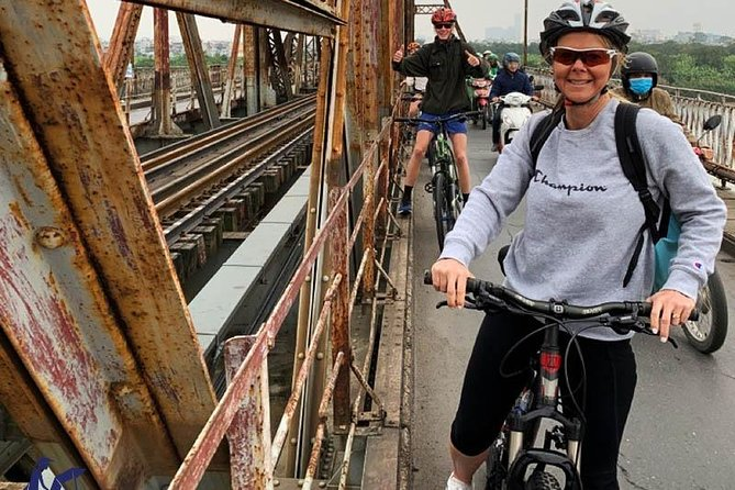 Private tour - Biking day tour to Bat Trang ceramic village
