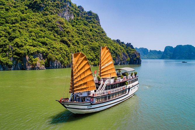 Bai Tu Long bay deluxe cruise 2D/1N: Kayaking, Swimming at pristine places
