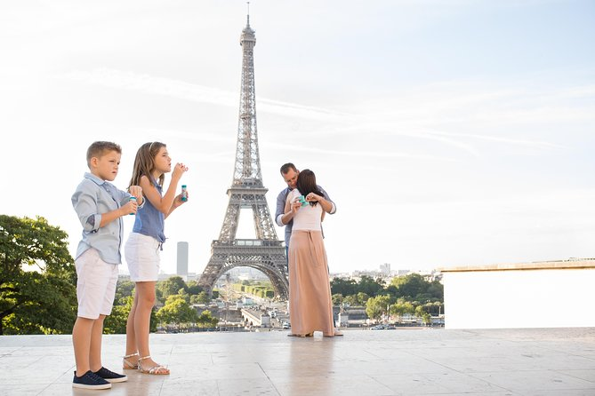 1-hour Photoshoot at the Eiffel Tower Trocadero Paris