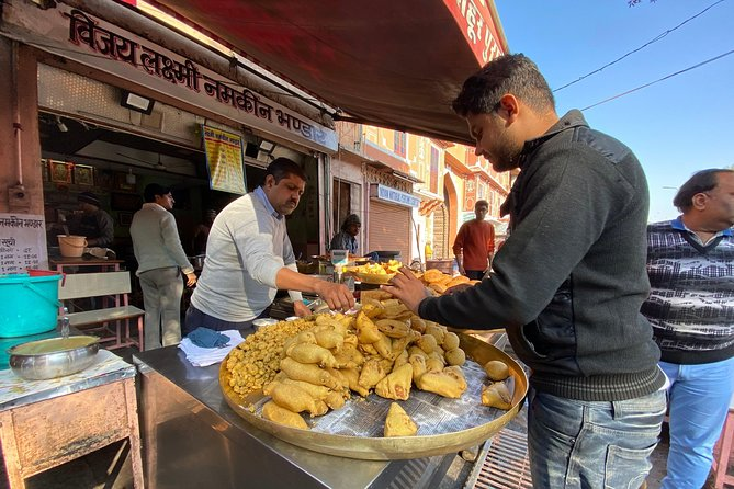 Breakfast Tour of Jaipur City Including Morning Visit of Monuments From Outside.