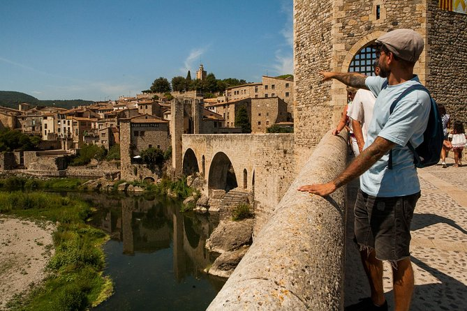 Private Full Day Trip to Medieval Villages of Catalonia + Lunch in a Farmhouse