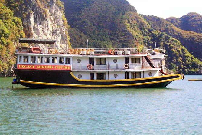 Lan Ha bay deluxe cruise 2D/1N: Kayaking & Swimming at pristine places, Meals