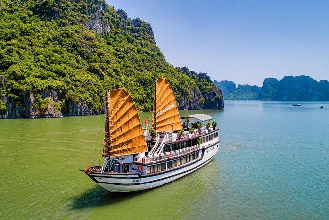 Bai tu long bay deluxe cruise 2D/1N: Kayaking & Swimming at pristine places