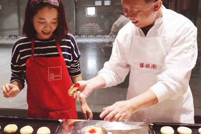 Make traditional Chinese cookies at Jiu Zhen Nan