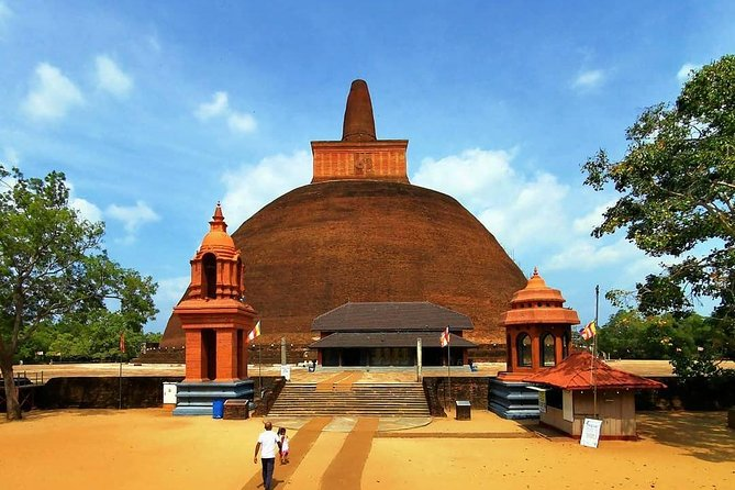 Private Day Trip to Anuradhapura from Colombo