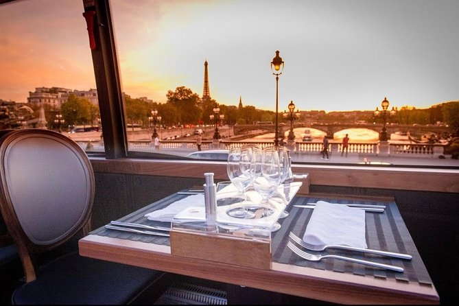 PARIS : Gourmet dinner by Luxury Bus in the capital of lights