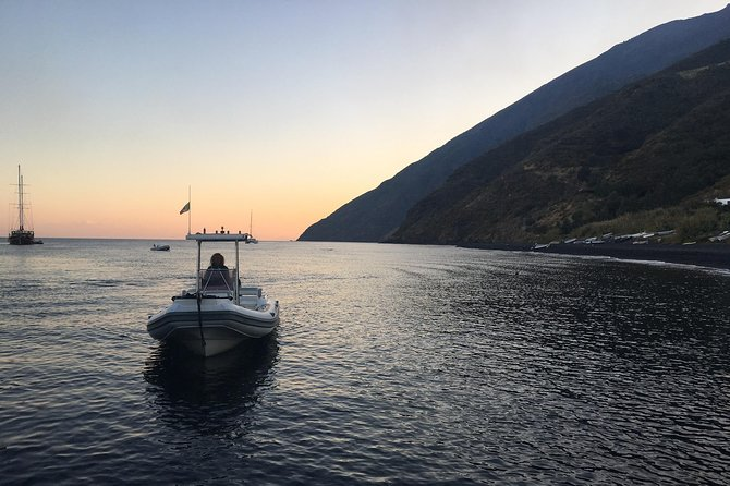 Exclusive tour of Stromboli island, Boat tour with Pasqualo