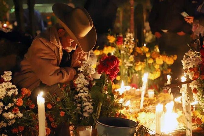 Private Tour Local Experience. Day of the dead night visit Xoxocotlan Pantheon