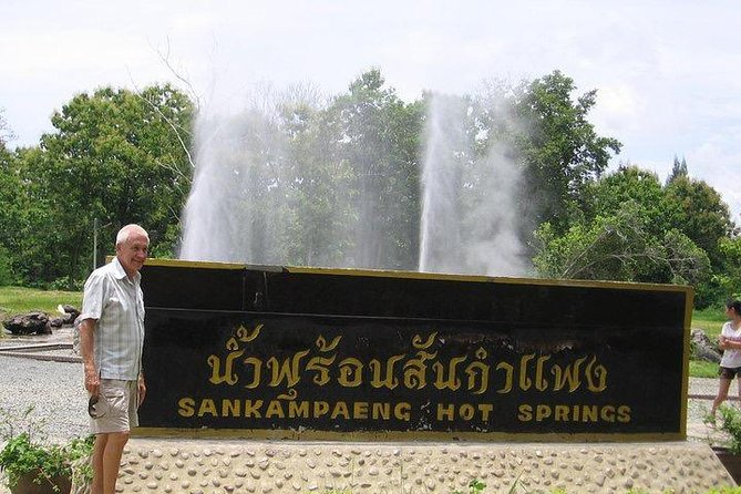 Hot Springs San Kamphaeng and Thai Handicraft Tour from Chiang Mai