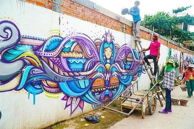 Phnom Penh Morning Market and Street Art Tour - Half Day