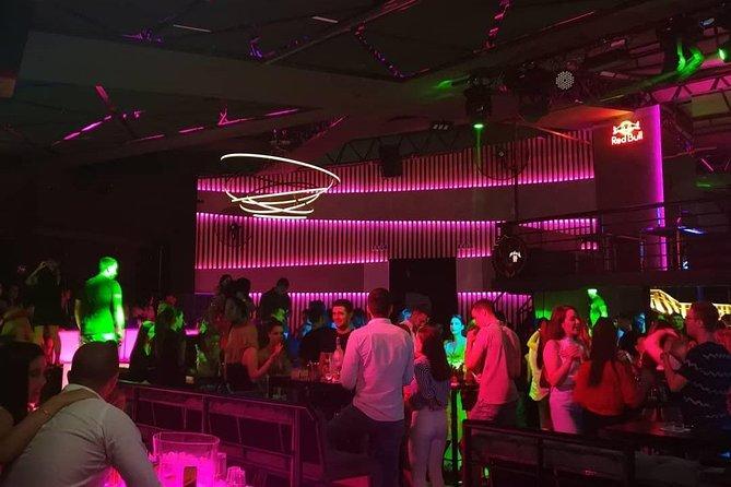 Pub/Bar/Party Crawl, BEST Night Life Tour - like a LOCALS do