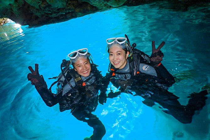 Blue cave experience diving [charter system / boat holding] | I am very satisfied with the beautiful facilities of the shop