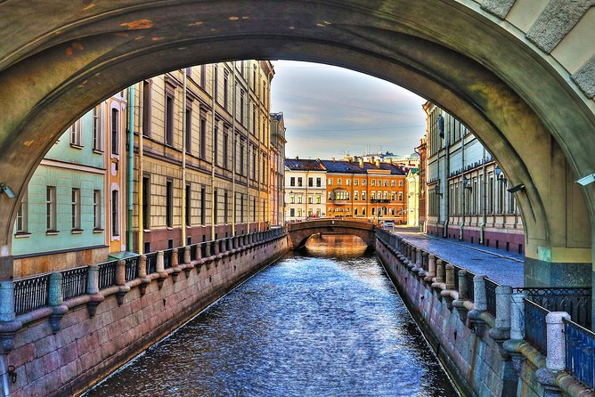 1-Day Tour with Hermitage, Peterhof and Canal Cruise