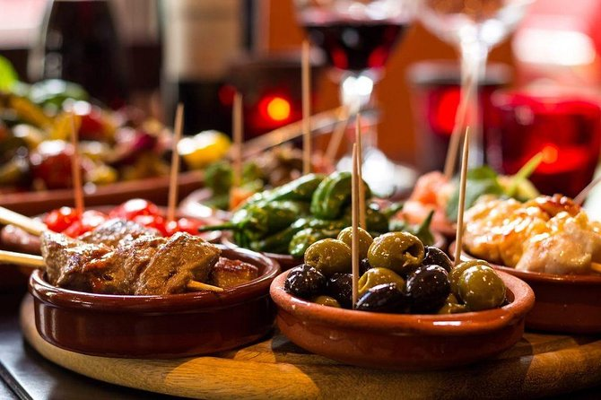 Walking tour in Barcelona, with wine and tapas