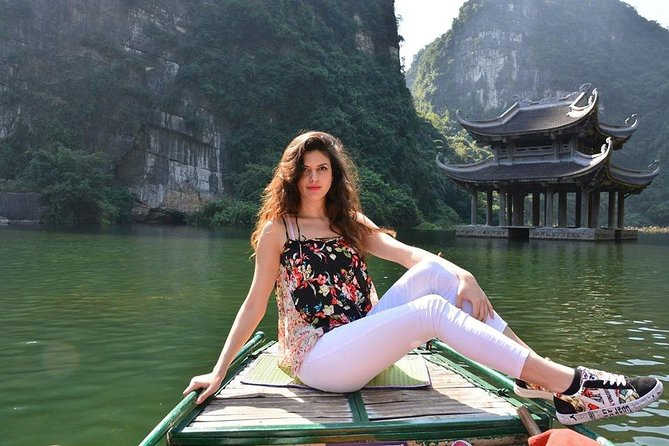 Ninh Ninh daily tour: Am Tien Cave- Mua Cave and Trang An boat ride