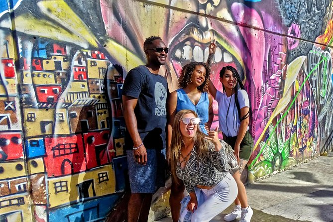 History and Street Art Tour in Comuna 13 with Private Transfer