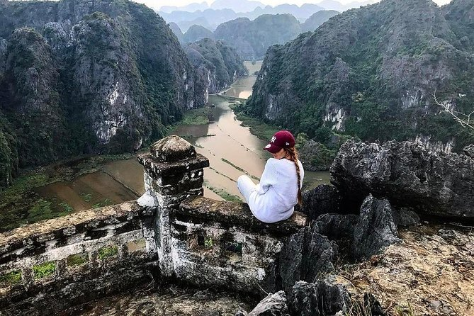 Full-Day Trang An,Hoa Lu & Mua Cave Tour with Lunch
