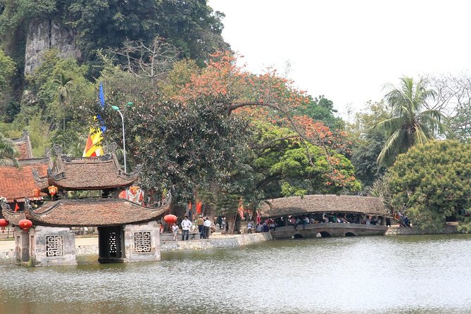 Day-tour to the Duong Lam ancient village
