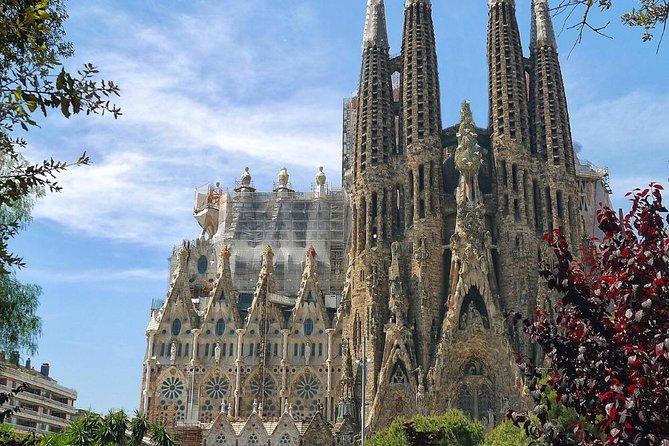 Sagrada Familia: Fast Track Guided Tour