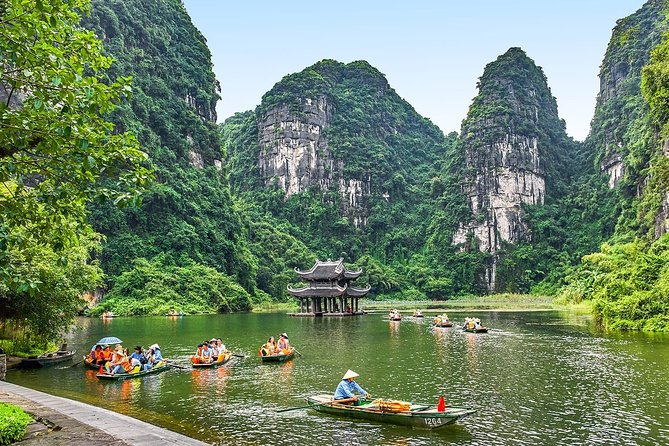 Ninh Binh Gateway : Boating and Biking Day Tour of Hoa Lu-Trang An From Hanoi
