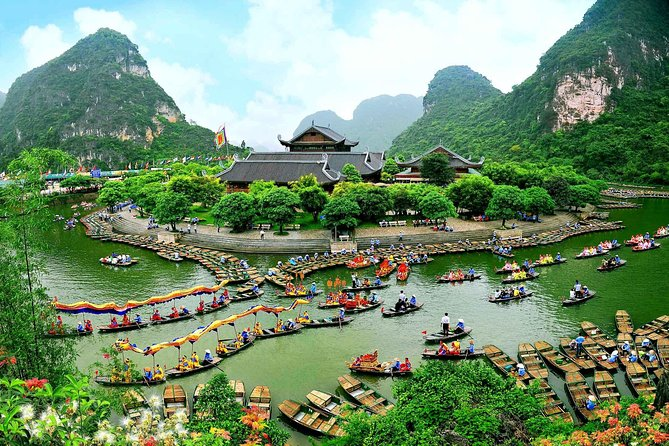 Ninh Binh Full-Day Tour: Bai Dinh and Trang An with Lunch