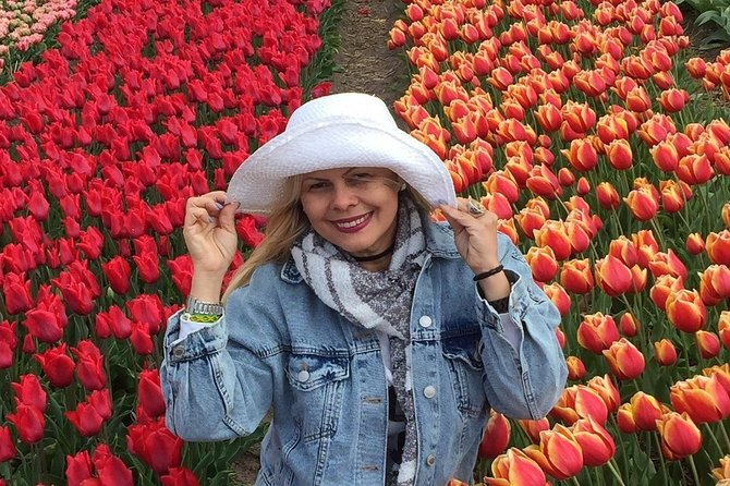 Keukenhof Private Tour from Rotterdam incl photshoot in the flowerfields around