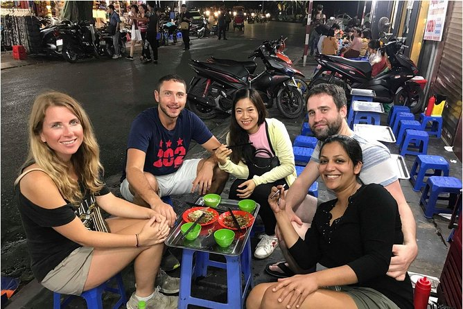 Tasting 7 Different Hanoi Street Foods + Local Drink at Evening Time by Walking