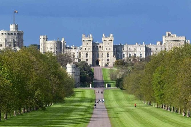 Private Chauffeured Minivan Tour to Windsor from London