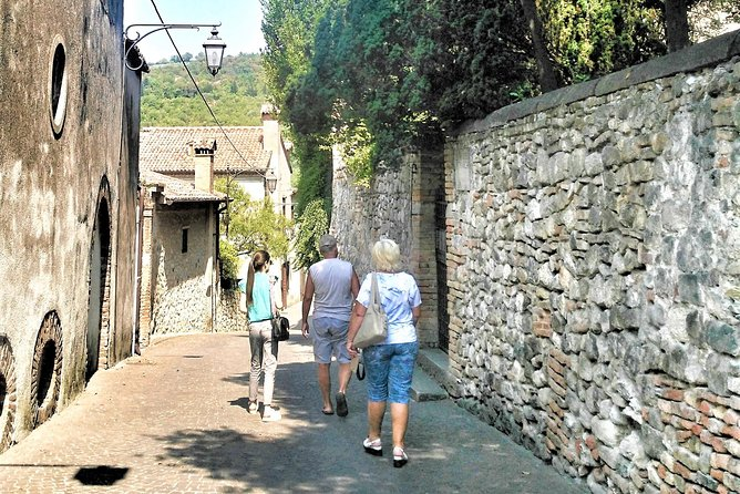 From Venice to Arquà Petrarca, the medieval village
