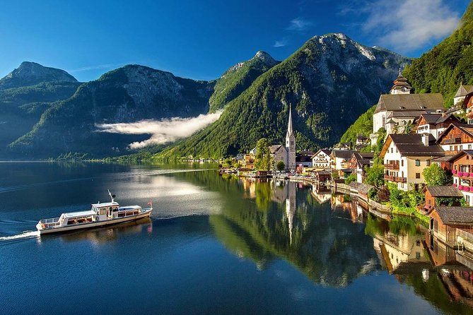 Private transfer from Munich to Vienna with 2-hour Sightseeing Stop in Hallstatt