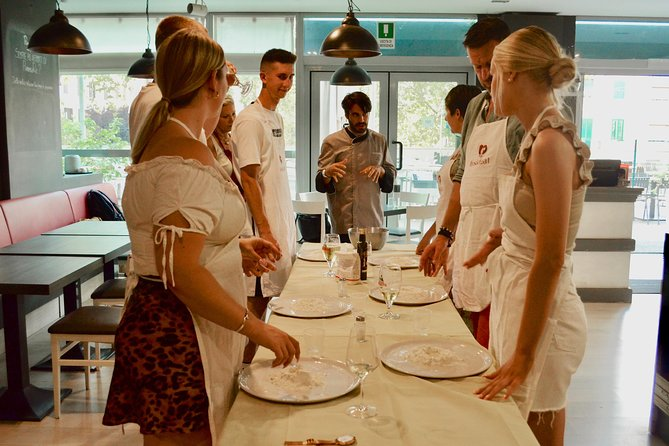 1h Pizza Crash Course with a Chef in Rome