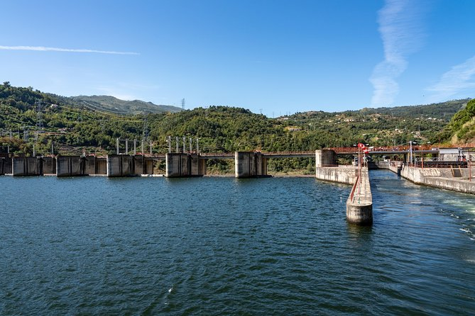 Boat Trip to Régua Through the Douro Valley with Breakfast and Lunch