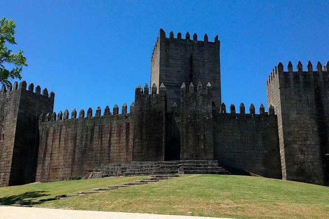 Guimarães & Braga day Tour / price per vehicle