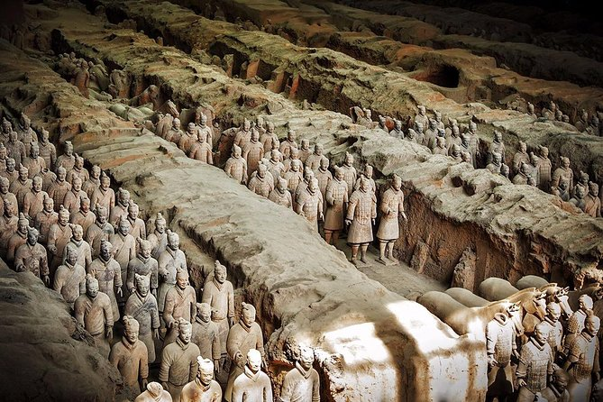 Xi'an in One Day from Guilin by Air: Terracotta Warriors, City Wall and More