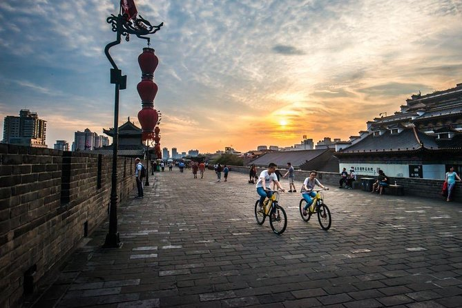 Xi'an in One Day from Shenzhen by Air: Terracotta Warriors, City Wall and More