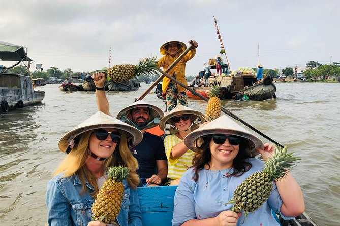 The hidden Fabulous Floating Market and small canal (Non-tourist small canal)