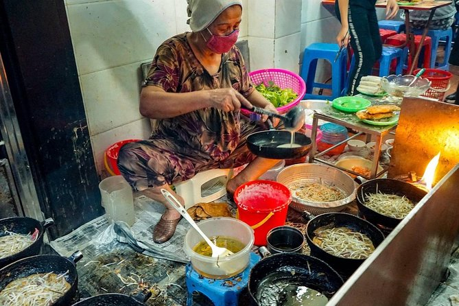 3-Hours Hanoi Street Food Tour with Guide and Meal
