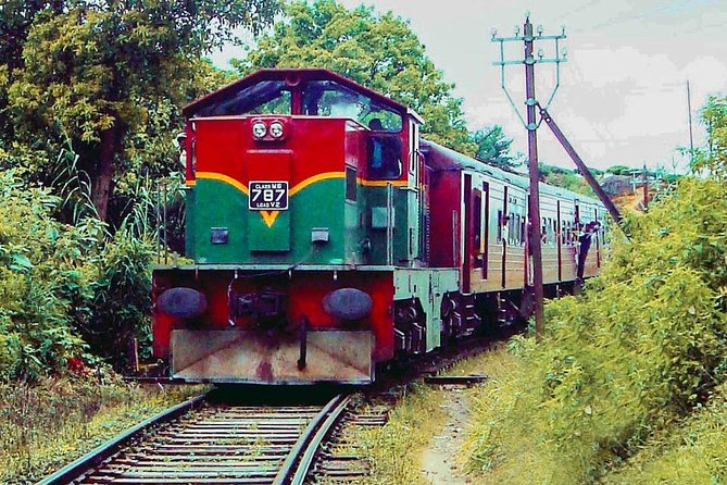 "Ella to Kandy train ride on (Train No: 1016 ""Udarata Menike"")"