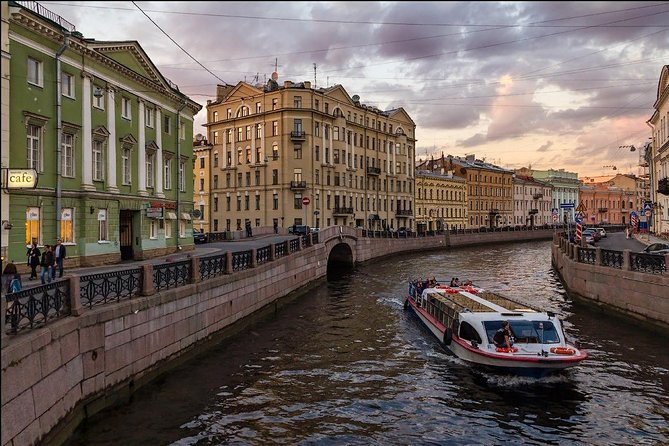 Guided St.Petersburg Evening Private Boat Cruise & Vodka Museum and tasting