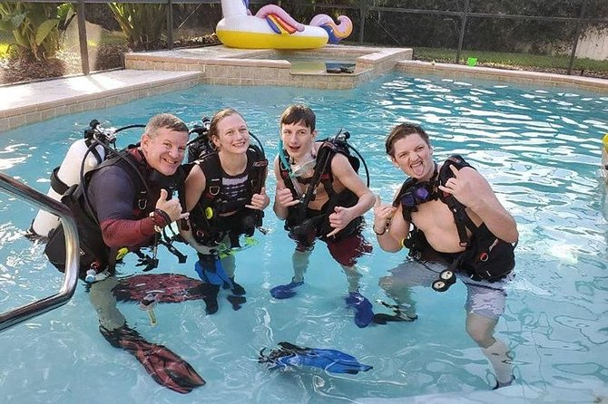 The family that dives together stays together!