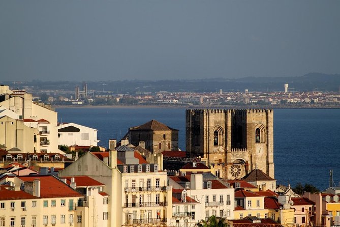 Discover Lisbon by comfy van - Private Half Day Tour photo 11