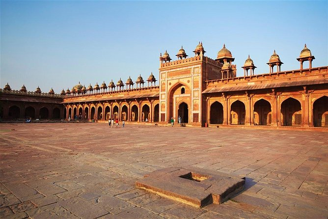 Agra To Jaipur With Fatehpur Sikri & Abhaneri Well Including Lunch & Entry Fee