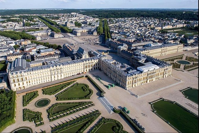 Private Versailles Tour with Guide + Round Trip Transport from Paris
