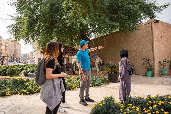 Dubai: Al Fahidi Historical Area Walking Tour & Abra Ride