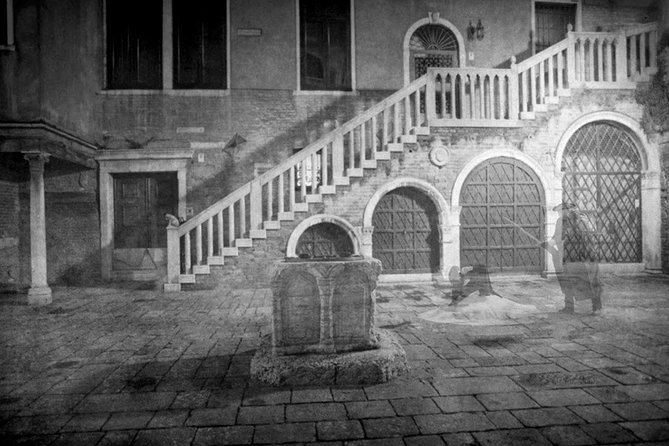 Ghosts wandering in the dusk (free tour to Murano included)