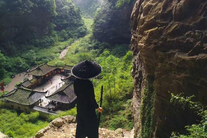 4-day Chongqing private tour with the Dazu Carving and overnight in Wulong karst