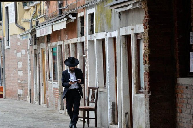 Venice and the Jewish community (free tour to Murano included)