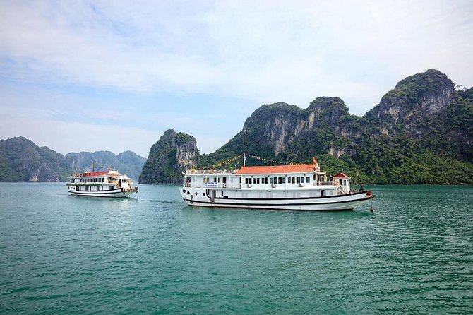 Halong Bay Overnight Cruise with Water Activities
